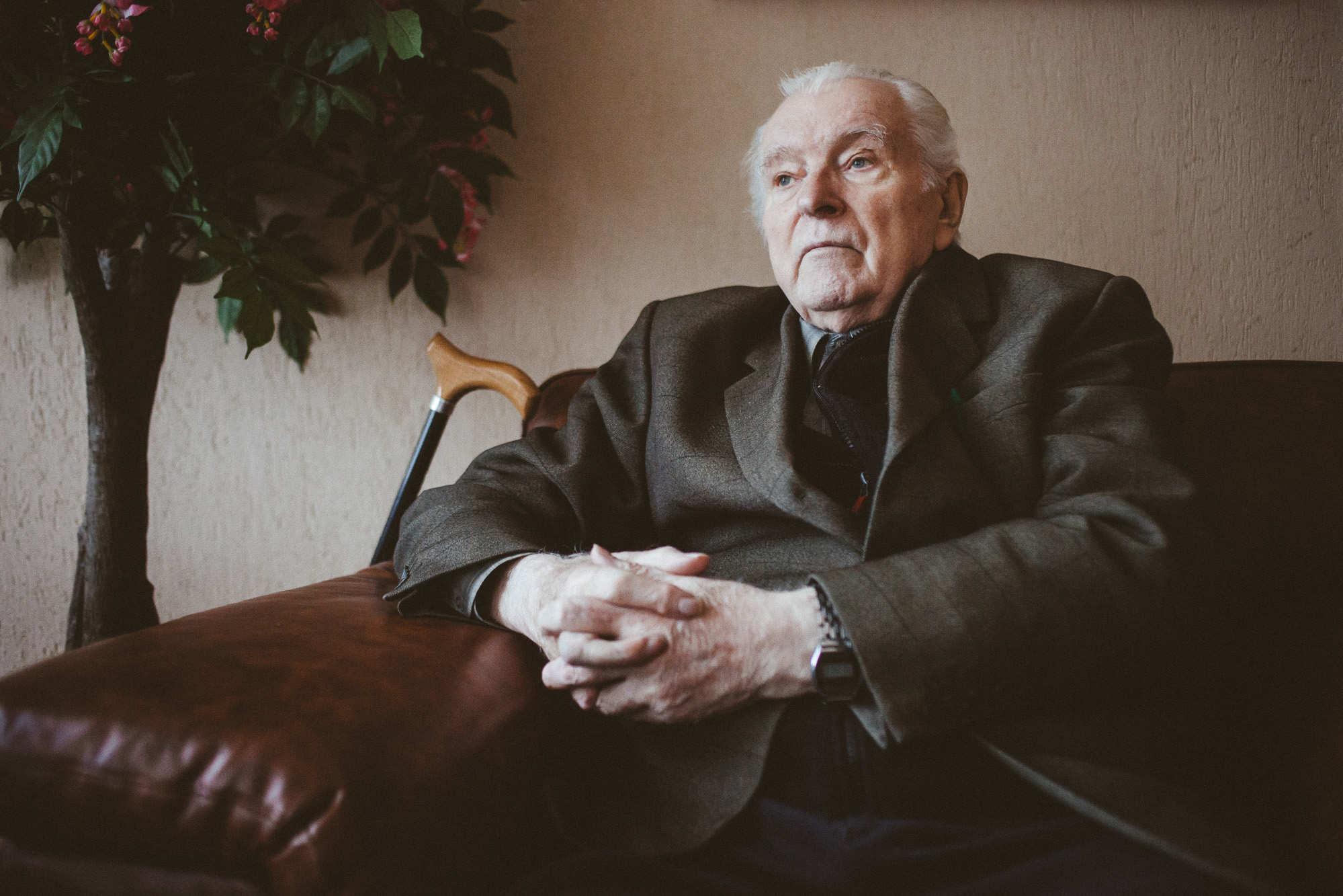 82-летний ученый из Полесья вместе с мамой перевел Евангелие на говор родной деревни