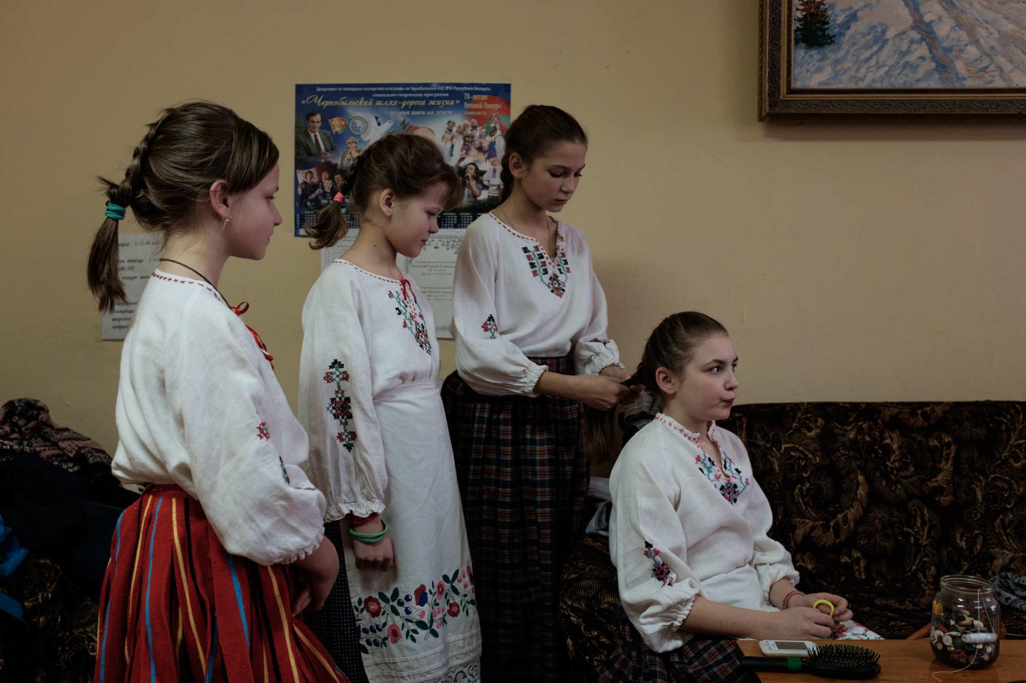 Дети Светиловичей готовятся к репетиции.