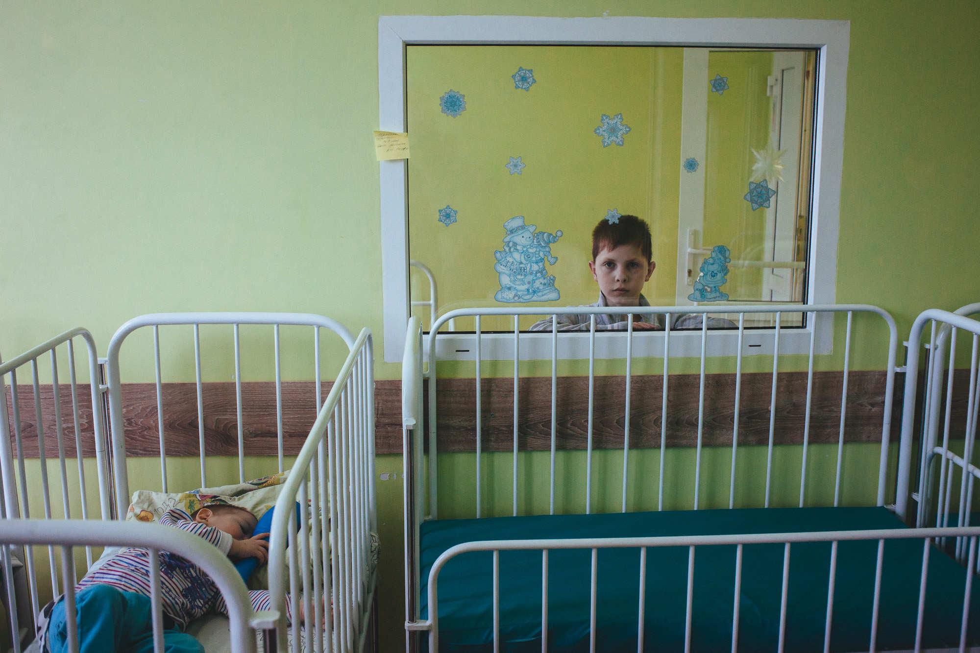 Как борисовчанка стала няней и спасает в больнице брошенных детей от одиночества 3