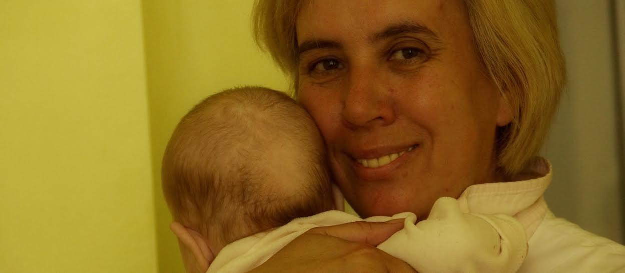 «Они все время одни вкроватках». Как работает единственная вБеларуси больничная няня для малышей-сирот