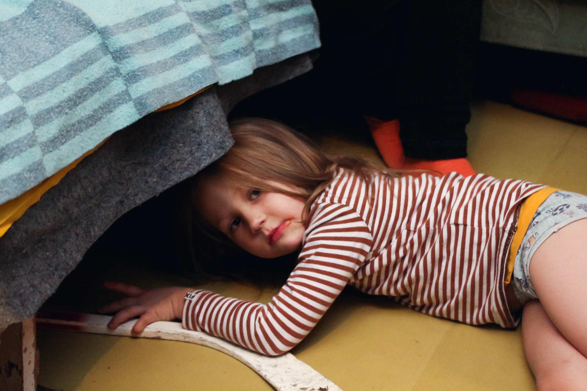 малышка показала как она любит шалить смотреть